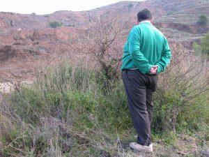 Pedro-Sanchez-Gomez-junto-Capparis-aegyptia-zoharyi-tapenera-Sierra-Minera-Cartagena-La-Union-Llano-Beal